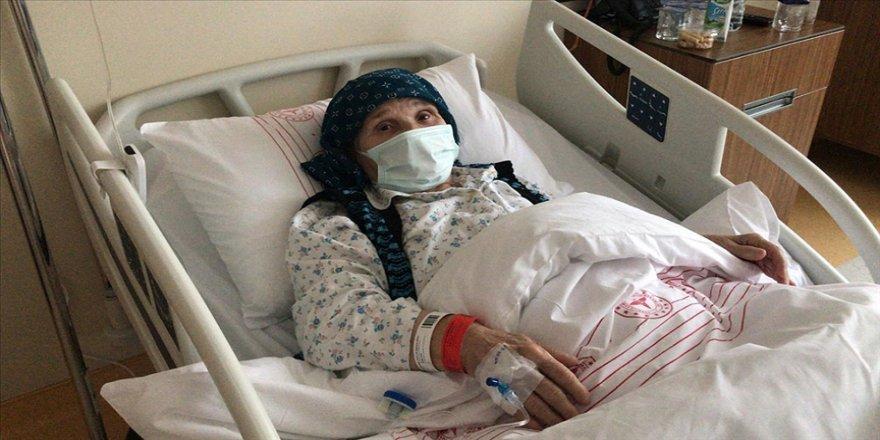 Naim Süleymanoğlu'nun annesi tedavi için İstanbul'a getirildi