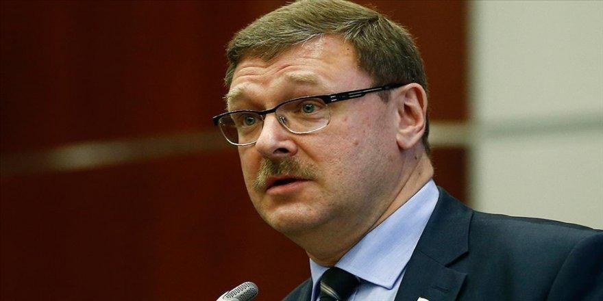 Rus Senatör Kosaçev: Amerikan demokrasisi her iki ayağının üzerinde topallıyor