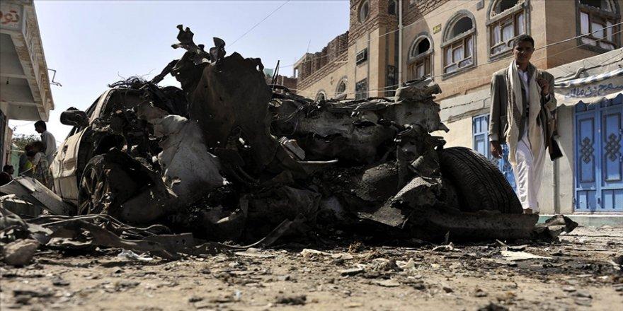 Yemen'in Aden kentinde ayrılıkçı milislerin askeri kampı önünde patlama