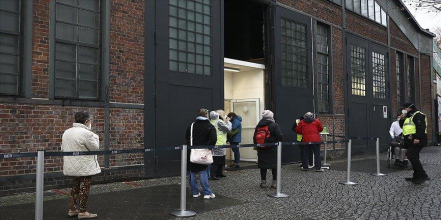 Almanya'da son 24 saatte 1188 kişi Kovid-19 nedeniyle hayatını kaybetti