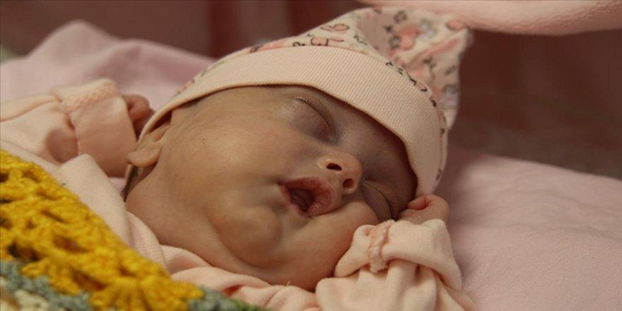 520 gram doğan Nisa bebek 142 gün sonra ablalarına kavuştu