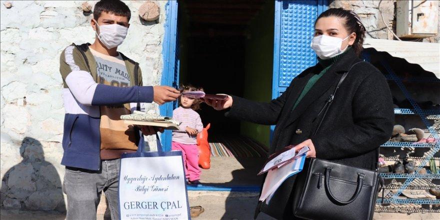 Fedakar öğretmenler köylerdeki öğrencilere kitap ulaştırmak için seferber oldu