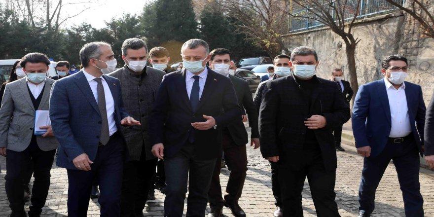 ''Kent Meydanı, Çayırova'yı taçlandıracak''
