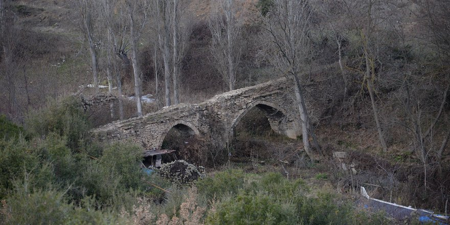 Antik Çağ'da kayaları oyup kanal yaparak şehre su getirmişler