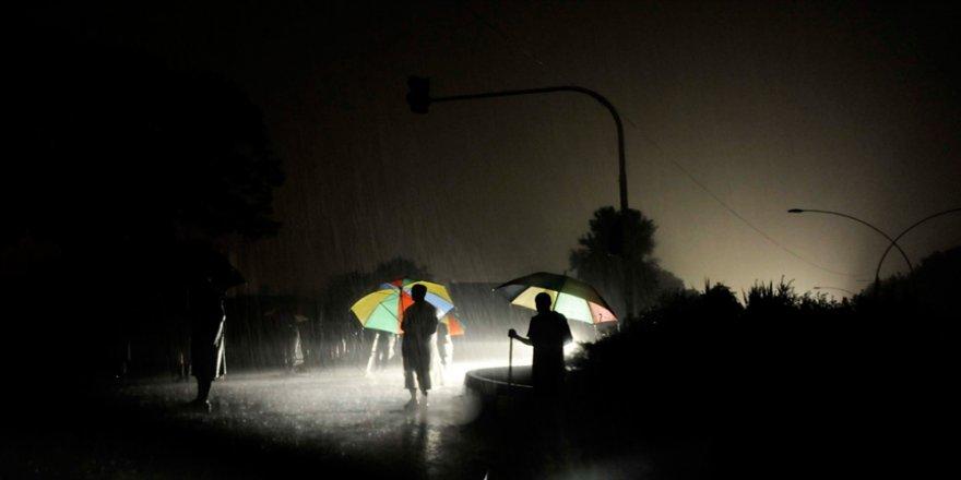 Pakistan'da birçok şehirde elektrik kesintisi yaşanıyor