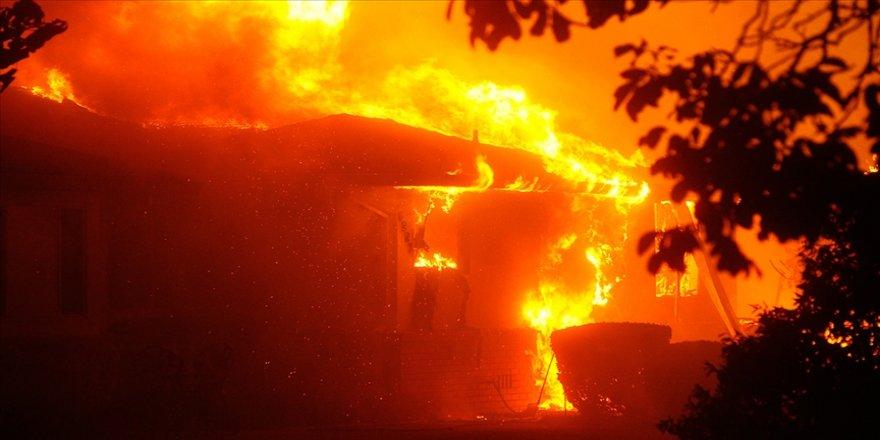 Kolombiya'da 3 evde çıkan yangında 7 kişi hayatını kaybetti