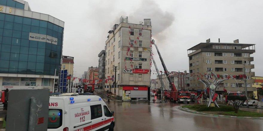 Çayırova' CHP ilçe başkanlığının çıkan yangın korkuttu