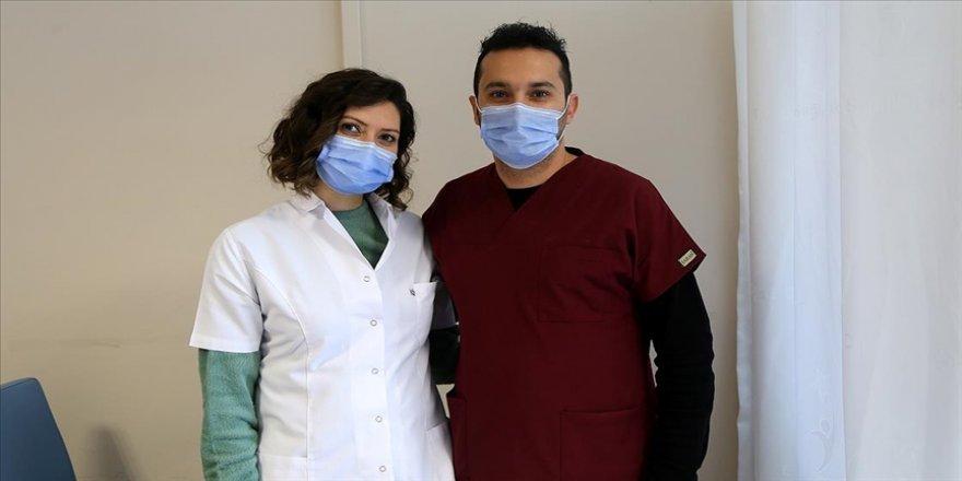 Koronavirüsü yenen doktor çift en çok kızları için üzüldü