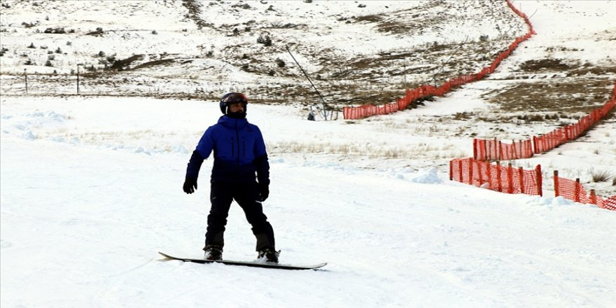 Yapay karla sezonu açan Kartalkaya son yılların en sakin dönemini yaşıyor