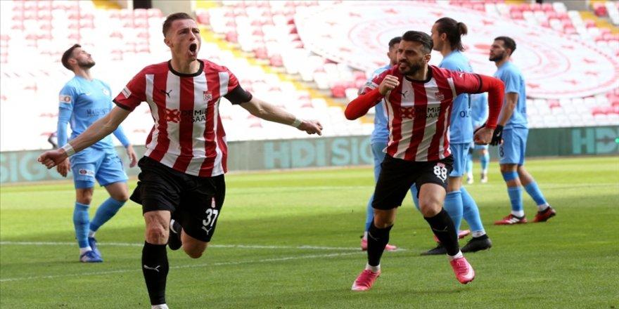 Sivassporlu Hakan Arslan takımındaki forvetleri geride bıraktı