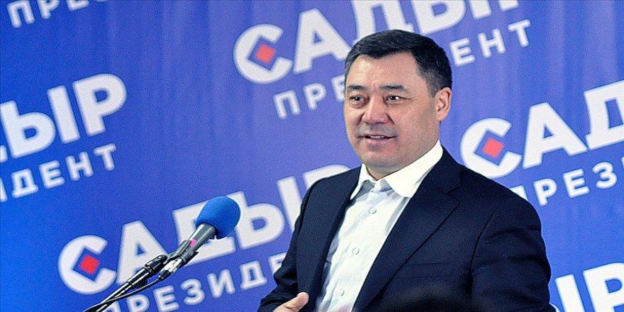Kırgızistan'daki cumhurbaşkanlığı seçimlerini kesin olmayan sonuçlara göre Caparov kazandı