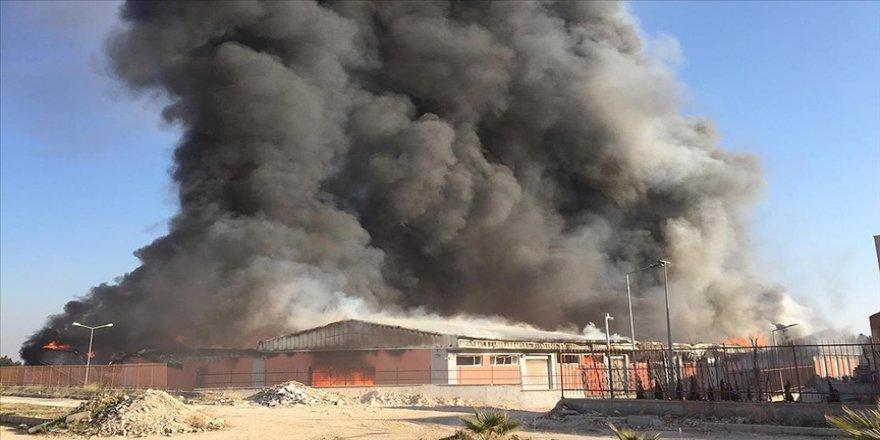 Şanlıurfa'da lojistik deposunda çıkan yangın kontrol altına alındı