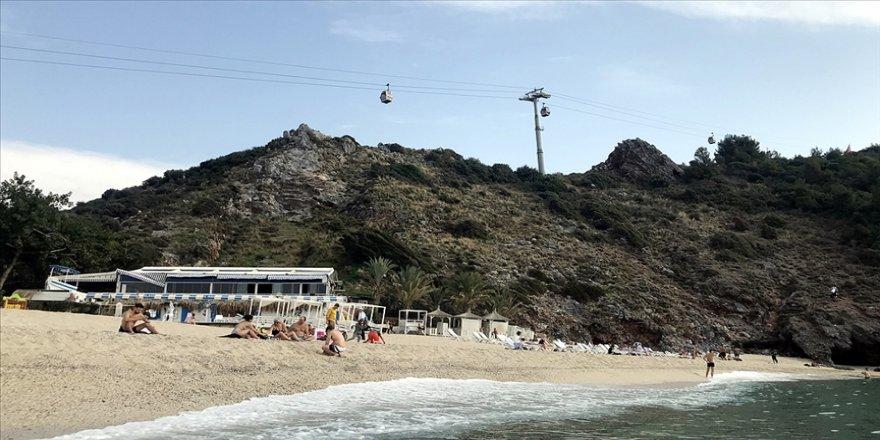 Alanya'da sahiller turistlere kaldı