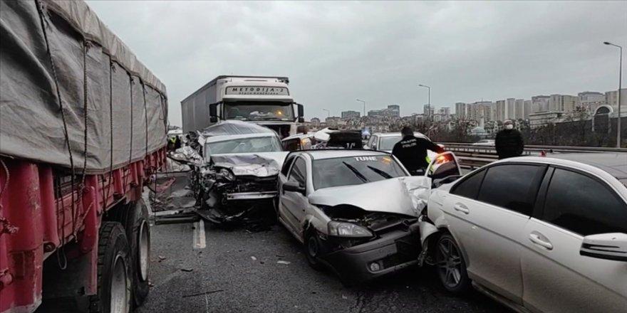 İstanbul TEM otoyolunda zincirleme trafik kazası