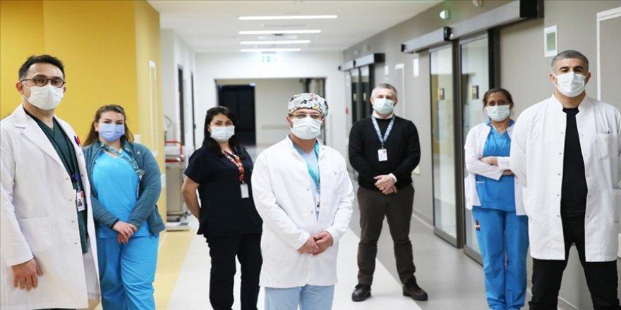 Salgın koşullarına rağmen yaptıkları nakillerle böbrek hastalarını diyalizden kurtardılar