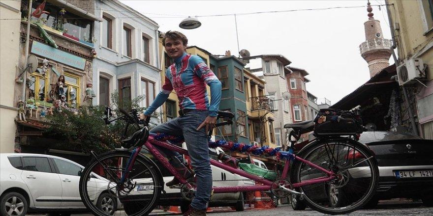 İngiliz genç kanser hastalarına yardım için İngiltere'den Çin'e pedal çeviriyor
