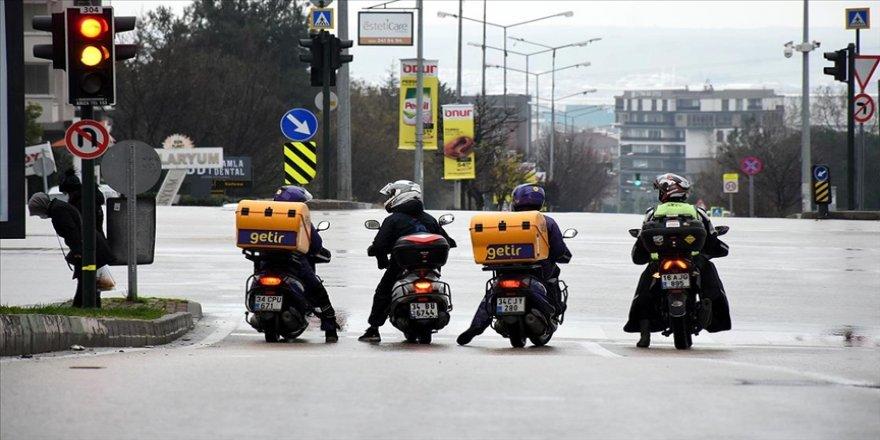 Motosikletli kuryeler salgın sürecinde yoğun mesaide