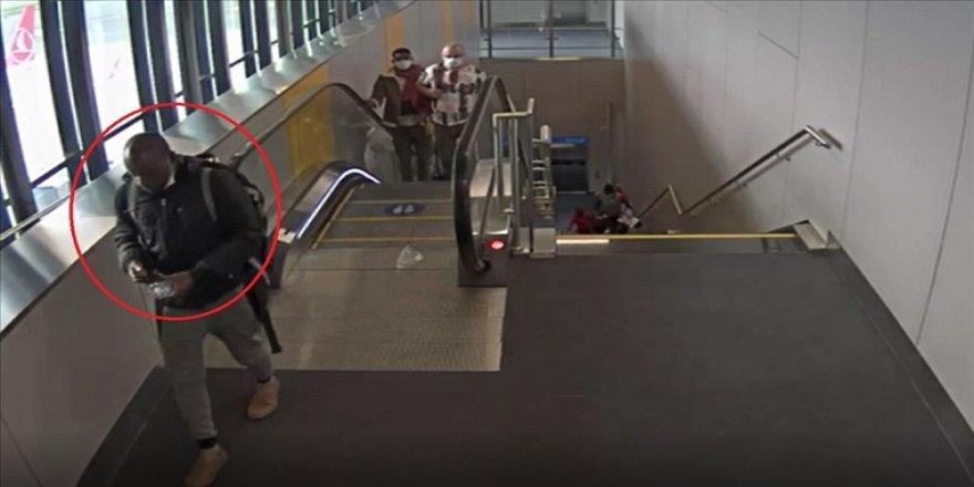 İstanbul Havalimanı'nda midesinde yurda uyuşturucu madde sokmaya çalışan kişi yakalandı