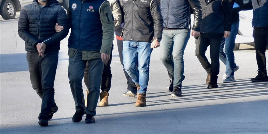 İstanbul'da FETÖ'ye yönelik operasyonda 12 şüpheli yakalandı