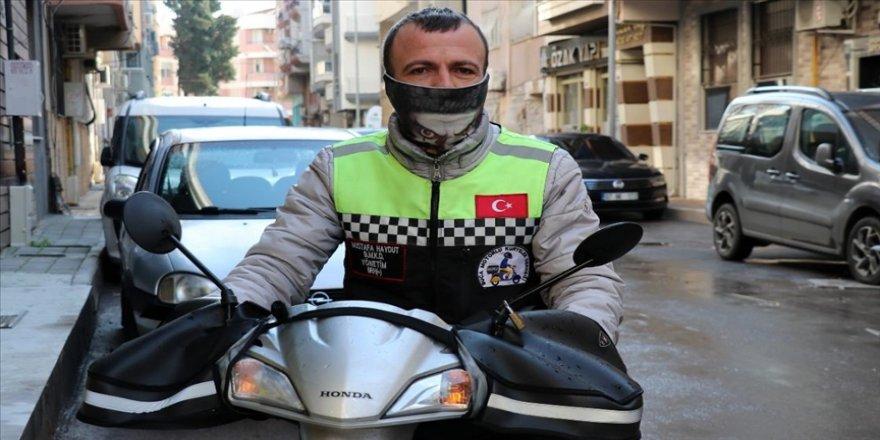 İzmir'de sele kapılan motosikletin sürücüsü o anları anlattı