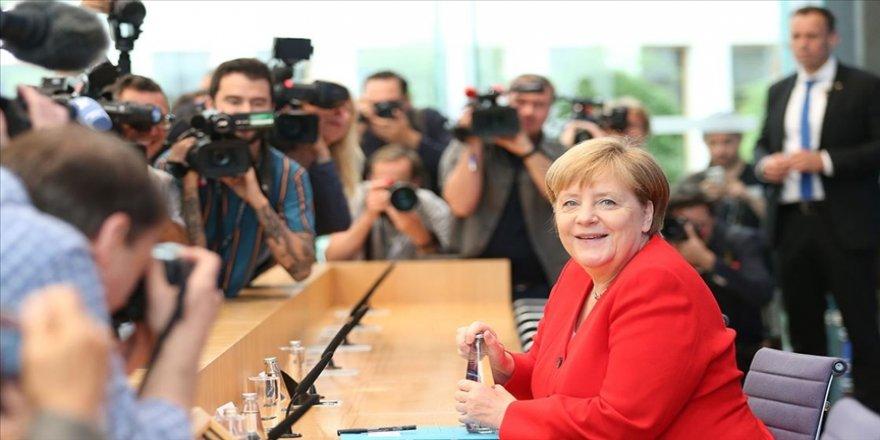 Almanya Başbakanı Merkel'in partisi CDU yeni liderini belirleyecek