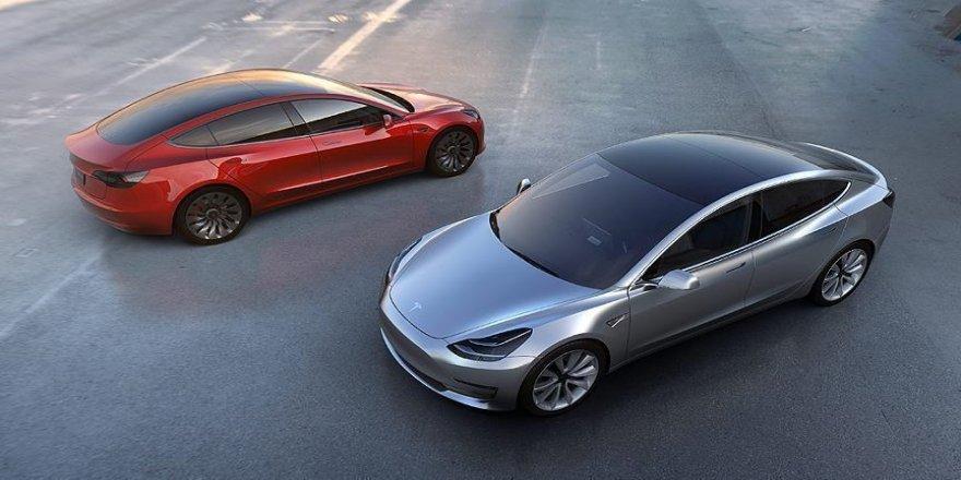 Tesla'ya Model S araçlardaki dokunmatik ekran arızasının güvenlik riski oluşturabileceği uyarısı yapıldı