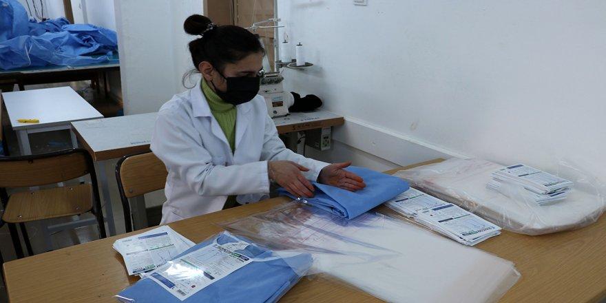 Diyarbakırlı öğrenciler İtalya için koruyucu kıyafet üretiyor