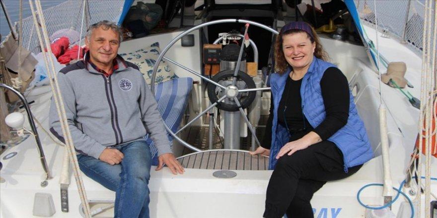 Evlerini satıp tekne kiralayarak denize açılan çift 6 yıldır 'mavi dünya'da yaşıyor