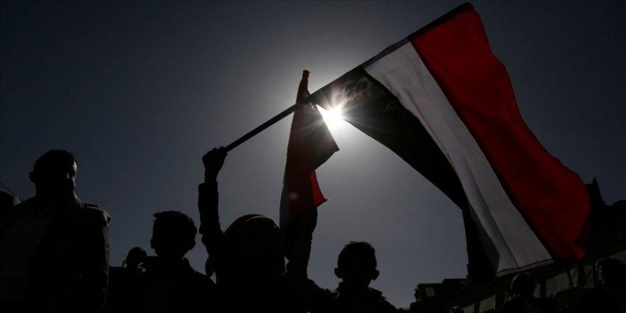 Yemen hükümeti: Halk ABD'nin Husileri 'terör örgütü' ilan etme kararını destekliyor