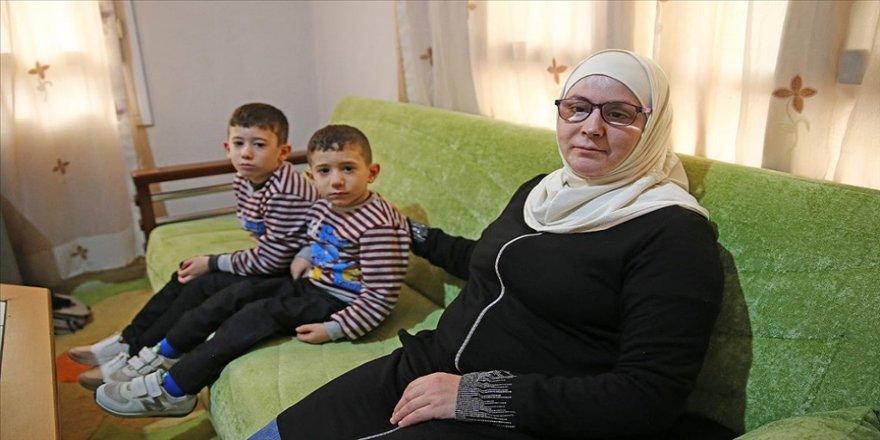 Suriyeli anne 2 yıldır göremediği çocuklarına Türkiye'de gözyaşları içinde kavuştu