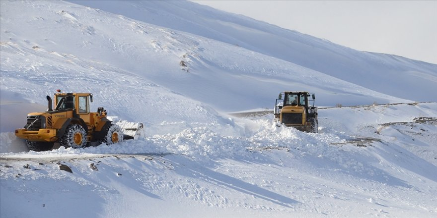 Doğu'daki 5 ilde 383 yerleşim birimi yolu ulaşıma kapandı