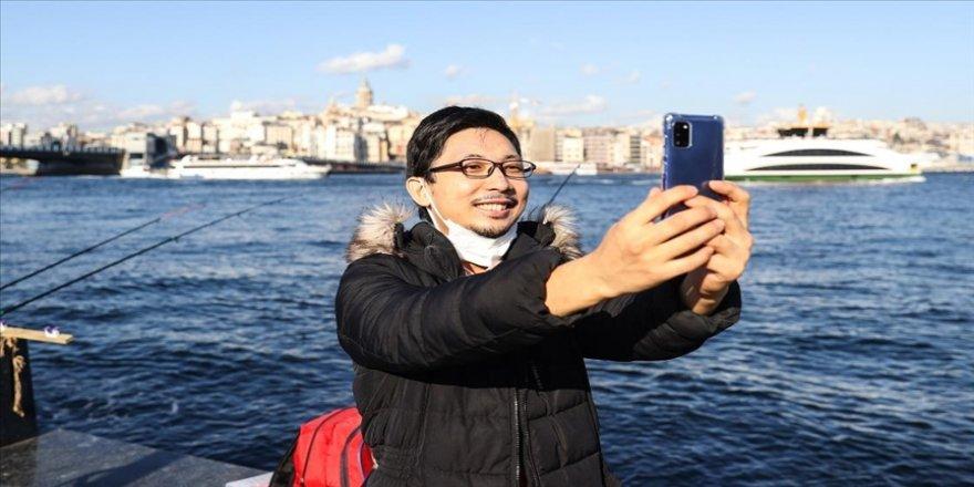 Japon YouTuber Enomoto, eğlenceli kişiliği ve yardımseverliğiyle gönülleri fethediyor