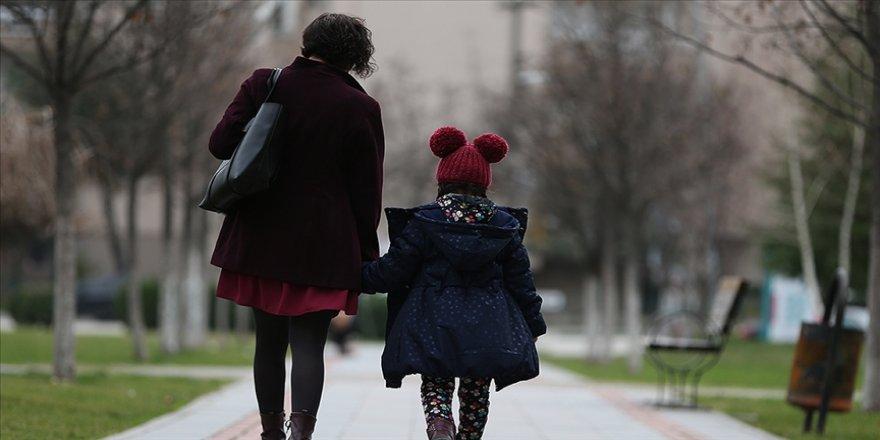 Uzmanından aşırı kaygılı ailelere uyarı: Çocuklarınızı belirlenen saatlerde dışarı çıkarın
