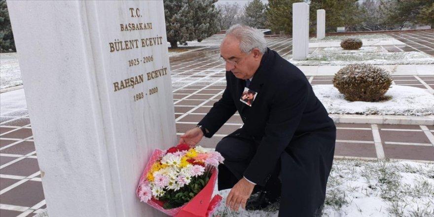 DSP Genel Başkanı Aksakal, merhum Rahşan Ecevit'i mezarı başında andı