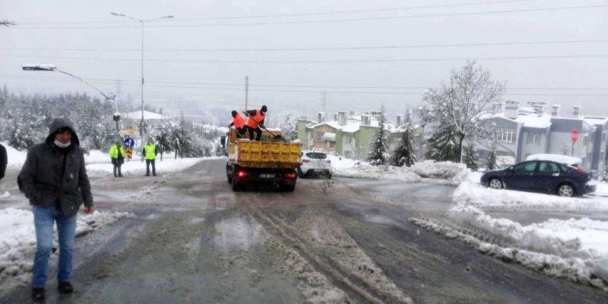 Karla mücadele ekipleri canla başla çalıştı