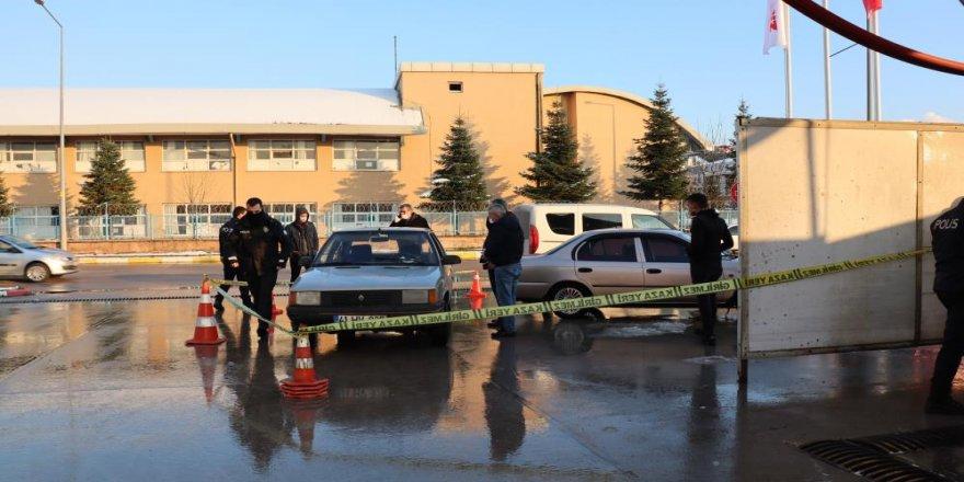 Kocaeli'de silahla vurulan şahıs akaryakıt istasyonuna sığındı