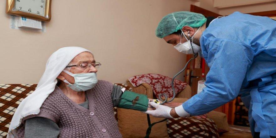 Yurt genelindeki 90 yaş ve üstü evlerinde aşılanıyor