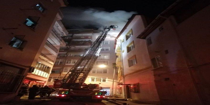 Kocaeli İzmit'te yabancı uyrukluların yaşadığı evde, çıkan yangın çıktı