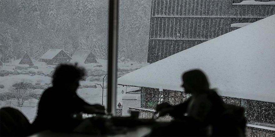 'Olimpiyat şehri' Saraybosna'nın kayak merkezleri ziyaretçilerini bekliyor