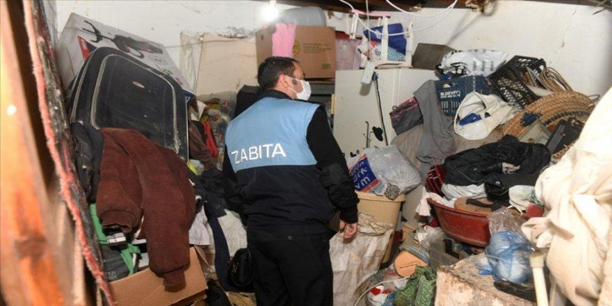 Mersin'de 10 yıldır atık biriktirilen 'çöp ev' temizlendi