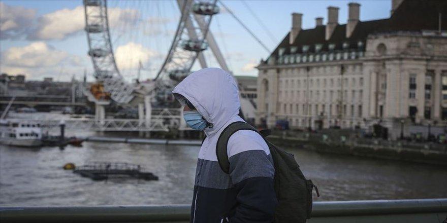İngiltere'de Kovid-19 kaynaklı can kayıpları son bir aydır artıyor