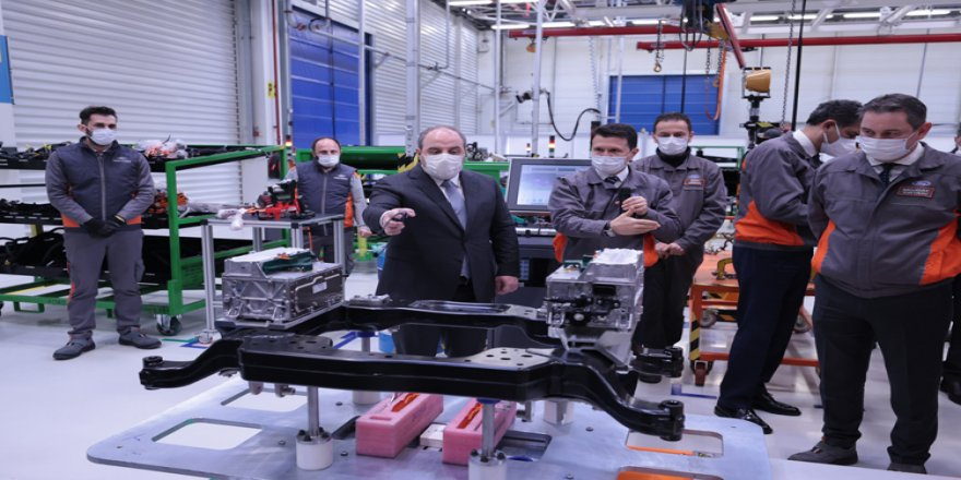 Sanayi ve Teknoloji Bakanı Varank, Ford Otosan'ın Kocaeli'deki fabrikalarını ziyaret etti