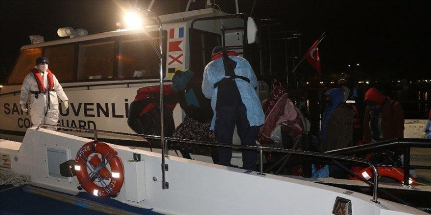 Ayvalık açıklarında lastik botları arızalanan 38 sığınmacı kurtarıldı