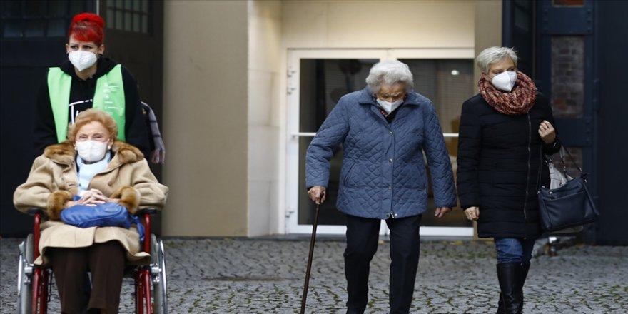 Almanya'da son 24 saatte 1013 kişi Kovid-19'dan hayatını kaybetti