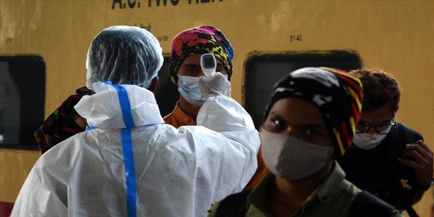 Hindistan'da son 24 saatte Kovid-19 vaka sayısı 15 bini aştı