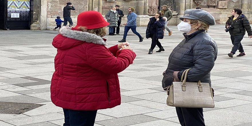 Avusturya'da halk Kovid-19'a karşı sağlık çalışanlarının kullandığı 'FFP2 maskesi' kullanacak