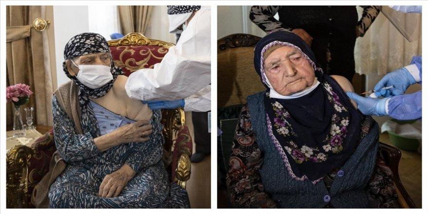 Ankara'da 116 yaşındaki iki kadına Kovid-19 aşısı yapıldı