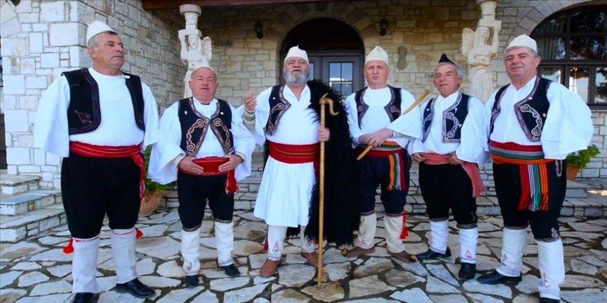 Arnavutluk'taki çok sesli müzik grubu, Cumhurbaşkanı Erdoğan için şarkı yaptı