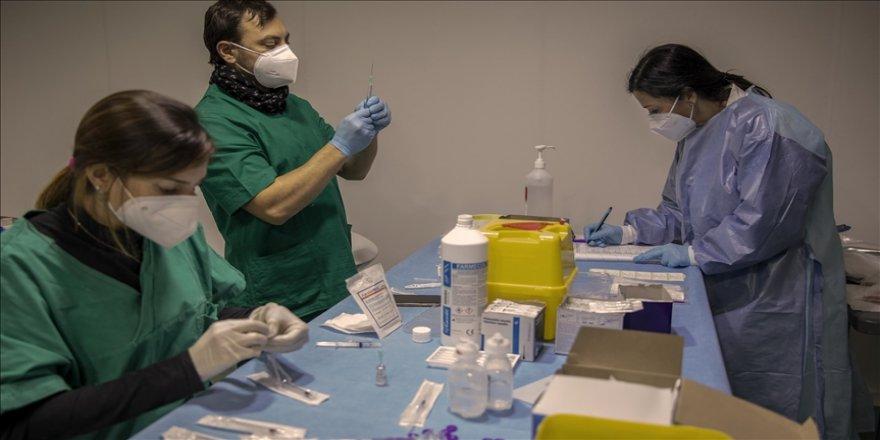 İtalya'da aşı teslimatındaki gecikmeler Kovid-19'a yönelik aşılama kampanyasını yavaşlattı