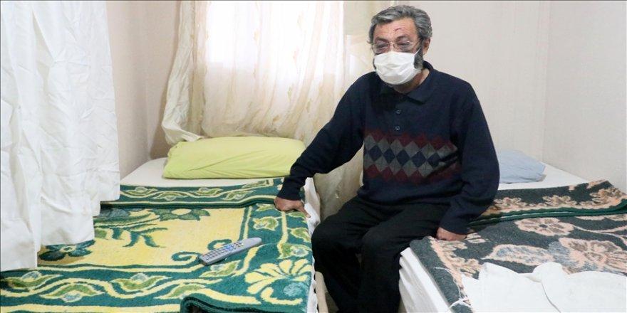 İzmir'de sokakta yaşayan kişi hayırsever desteğiyle pansiyona yerleştirildi